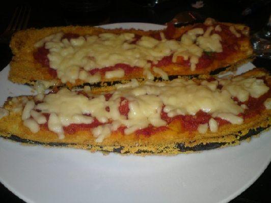 Запечёный в духовке баклажан с сыром и чесноком