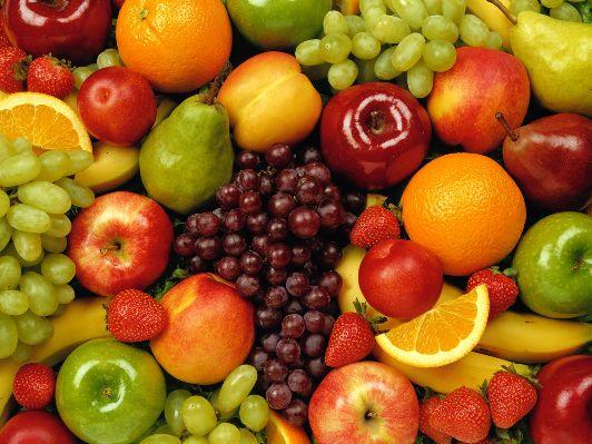 Израильские рынки ломятся от фруктов