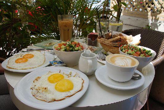 Традиционный завтрак в Израиле