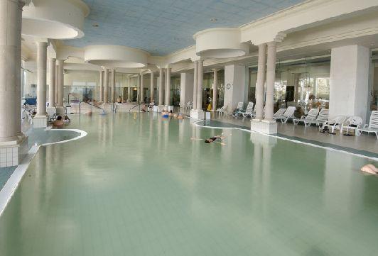Бассейн с водой Мёртвого моря в отеле