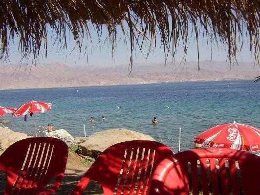 Море в Эйлате в июне настолько тёплое, что не оказывает никакого освежающего эффекта