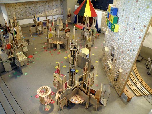 Интерактивый комплекс разместился на площади 5 000 кв. м., он поделён на несколько секций, каждая из них посвящена определённому направлению науки