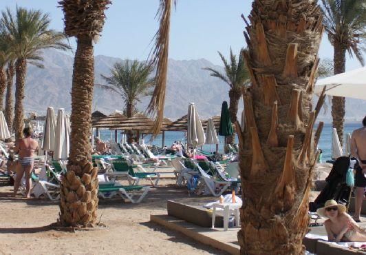 Пляж ''Herods'' напротив одноимённого отеля