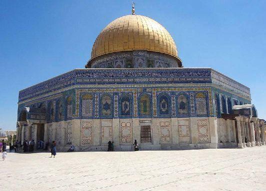Мечеть Купол Скалы возвышается на вершине Храмовой Горы Иерусалиме и является своего рода памятником