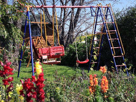 На детской площадке малышня может ''выпустить пар'' и вдоволь наиграться