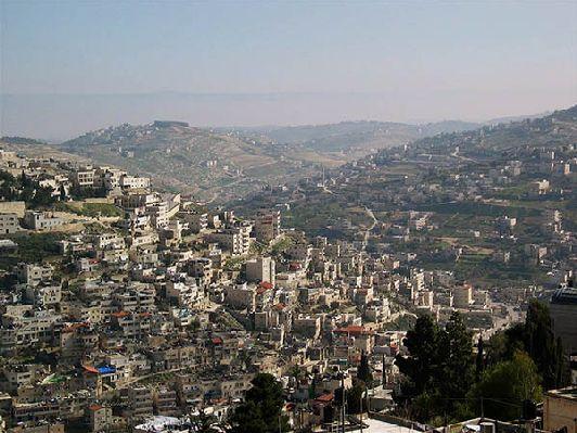 В сентябре в Иерусалиме ещё сохранаяется жаркая погода, правда, она уже не такая изнурительная, как в августе