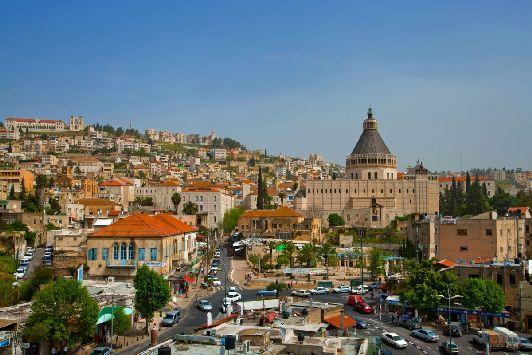 Апрель в Иерусалиме - по-настоящему тёплый летний месяц, однако вечера ещё достаточо прохладные
