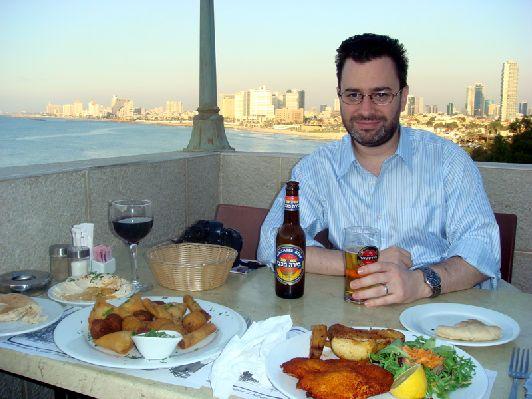 Средняя стоимость ужина в ресторане для 1 человека в Израиле составлет около 60 шекелей