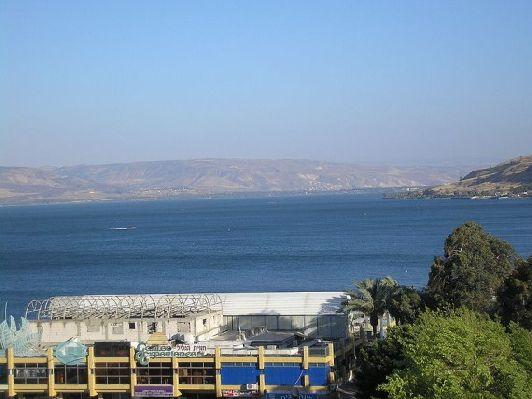 Озеро Кинерит довольно большое, поэтому израильтяне называют его морем