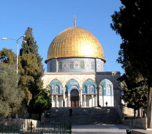 Вознёсшийся над самым высоким местом Иерусалима Купол Скалы (мечеть халифа Омара) - один из самых узнаваемых символов Иерусалима