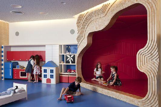 При выборе отеля обязательно узнайте о наличии детской игровой комнаты или детской площадки