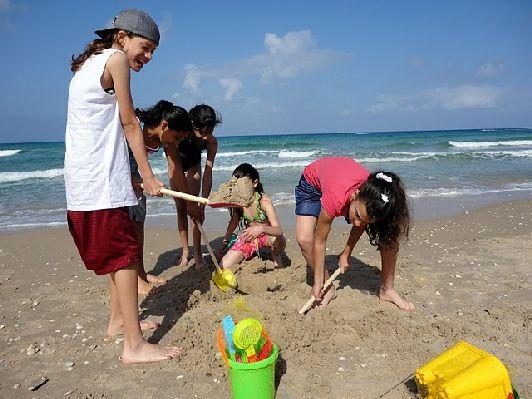 Приехав в Израиль, у вас есть на выбор три прекрасных моря