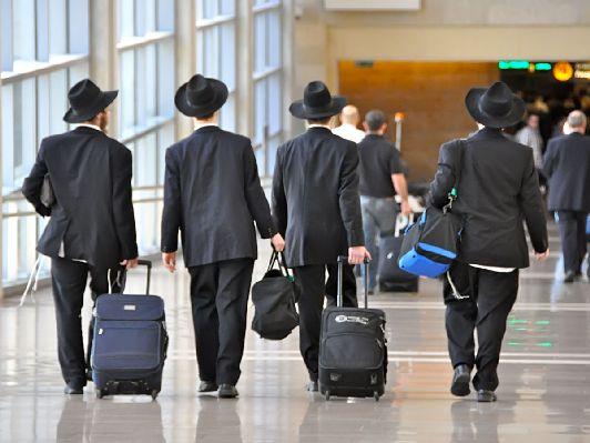Израиль - небольшое государство размером с ''рукавичку'', тем не менее аэропортов в нём более чем достаточно