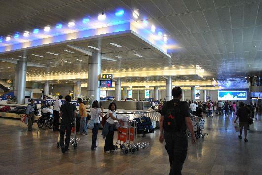 Зона прибытия в терминале №3