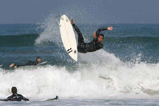 Виндсёрферы приезжают сюда за отличными волнами