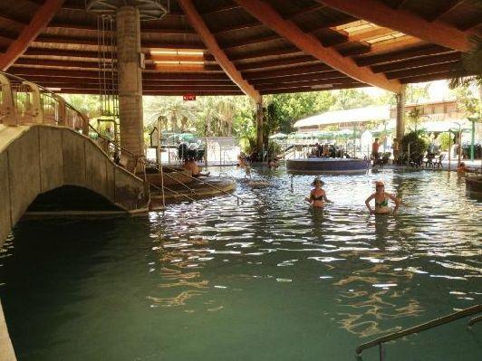 Заехва в Тверию, Вы можете посетить Хамат Тверия, где находятся целебные источники с минеральной водой