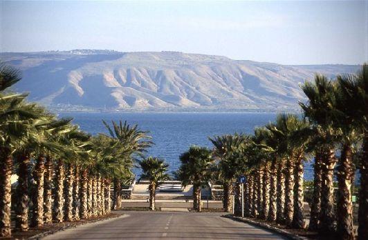 На берегу Галилейского моря находится гостеприимный городок Тверия, являющийся крупным туристическим центром