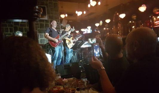 Вы можете зайти в любой бар в районе Тальпиот и наверняка попадете на выступление какой-нибудь музыкальной группы