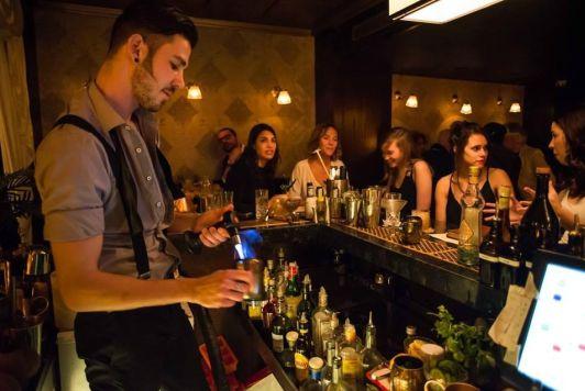 Бар Gatsby Cocktail Room не самый дешевый в Иерусалиме, зато отзывы о нем исключительно положительные