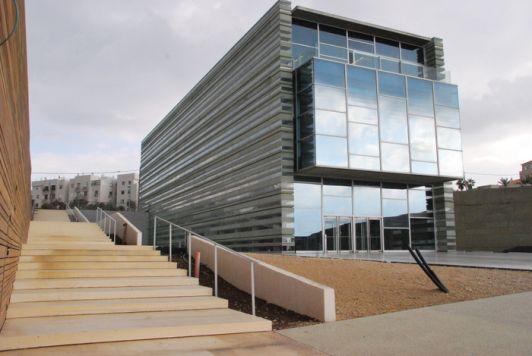 Центр мира Шимона Переса – здание из стекла и бетона разместилось неподалёку от старого города Яффо