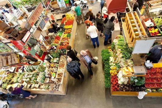 На рынке А-Намель самые свежие фрукты и овощи во всей столице