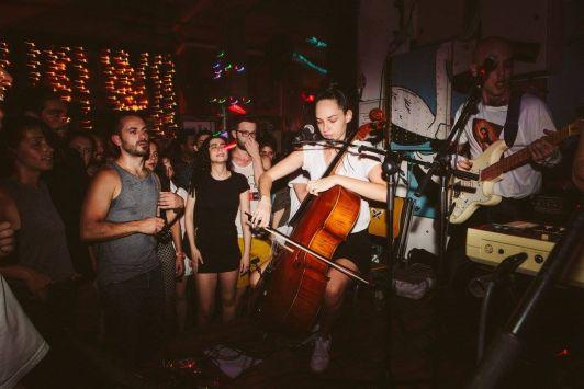 Во многих заведениях Тель-Авива звучит живая музыка