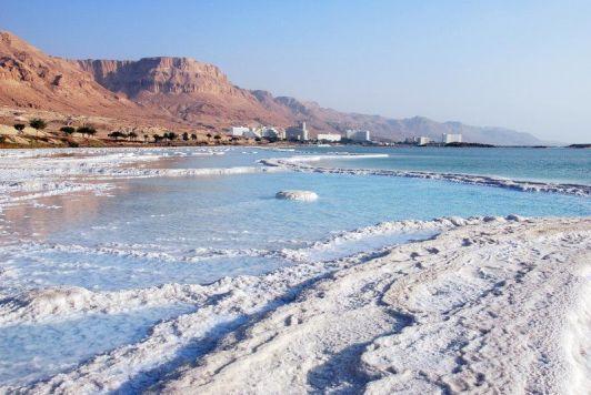 Бархатный сезон на Мертвом море длится всего четыре месяца в году: два весной и два осенью