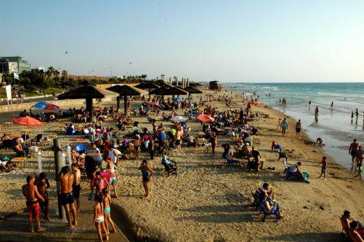 Среди четырех морей в Израиле вы всегда найдете где поплавать и позагорать