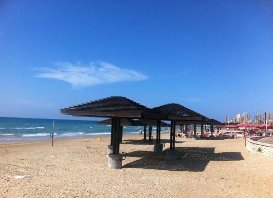 Палящая жара летом отпугивает отдыхающих с пляжей не меньше, чем холод зимой