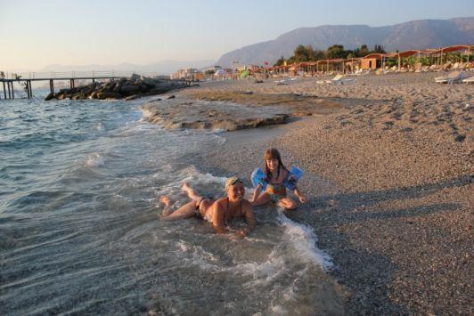 С ноября по апрель пляжи Средиземного моря почти пустуют