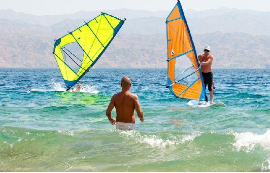 Эйлат интерсен не только как пляжный курорт, но и с точки зрения виндсерфинга и кайтсерфинга