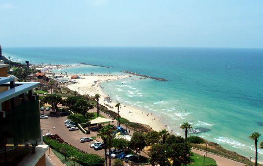 Курорты Израиля привлекают огромное количество туристов, предлагая весь спектр тур-услуг — от пляжного отдыха на Красном и Средиземном морях до лечения на Мертвом