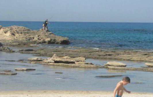 Любителям порыбачить на пляжах Хайфы всегда найдется место