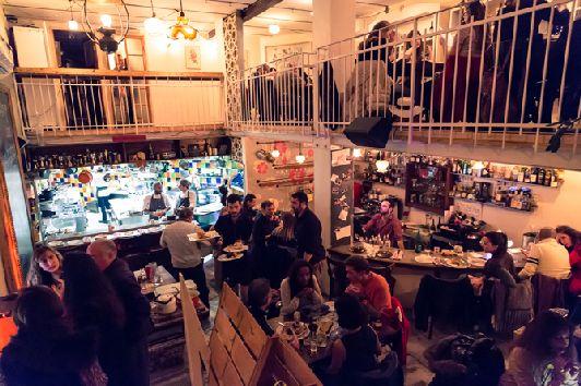 Эмоциональная, приподнятая, подвижная ресторана Машниуда окружает Вас с самого порога