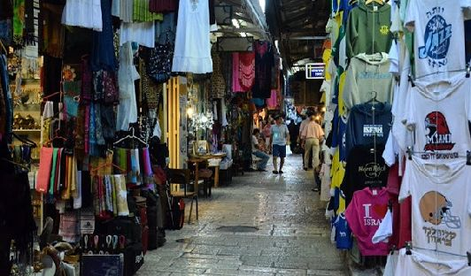 Базар в мумульманском кваратале - это это кальяны,  благовония, курительные смеси, керамика, текстиль и многое другое!