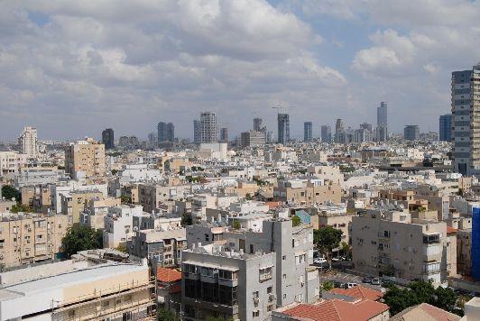 Тель-Авиву свойственен неустанный ритм, яркая жизнь, кипящая в многочисленных барах, кафе и прочих развлекательных местах