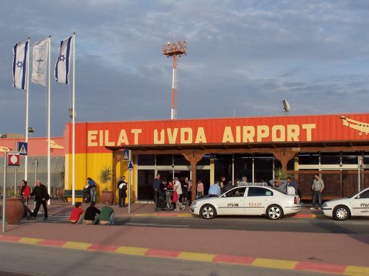 В отличии от автобусов, такси в Эйлате не прерываются на шаббат и всегда доставят вас в нужное место, например в аэропорт