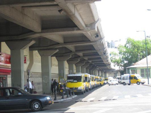 Маршрутные такси останавливаются только по требованию