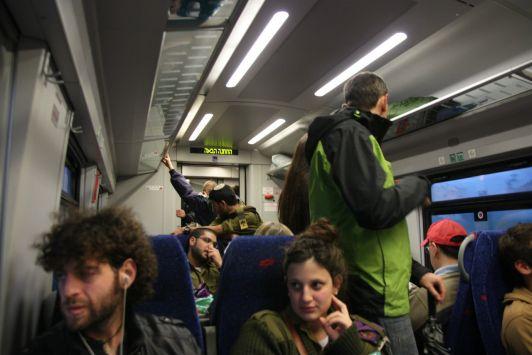 Салоны тельавивских поездов комфортабельны и оснащены wi-fi