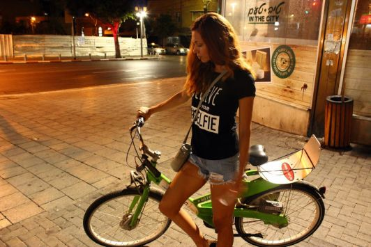 Ездить по Тель-Авиву на велосипеде выгодно и удобно, главное соблюсти все правила аренды